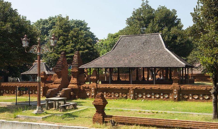 Keraton Kasepuhan Cirebon, A Getaway Towards Diverse Culture